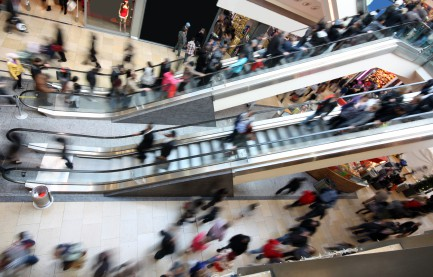 A large crowd of people Black Friday shopping. How to prep for Black Friday shopping.