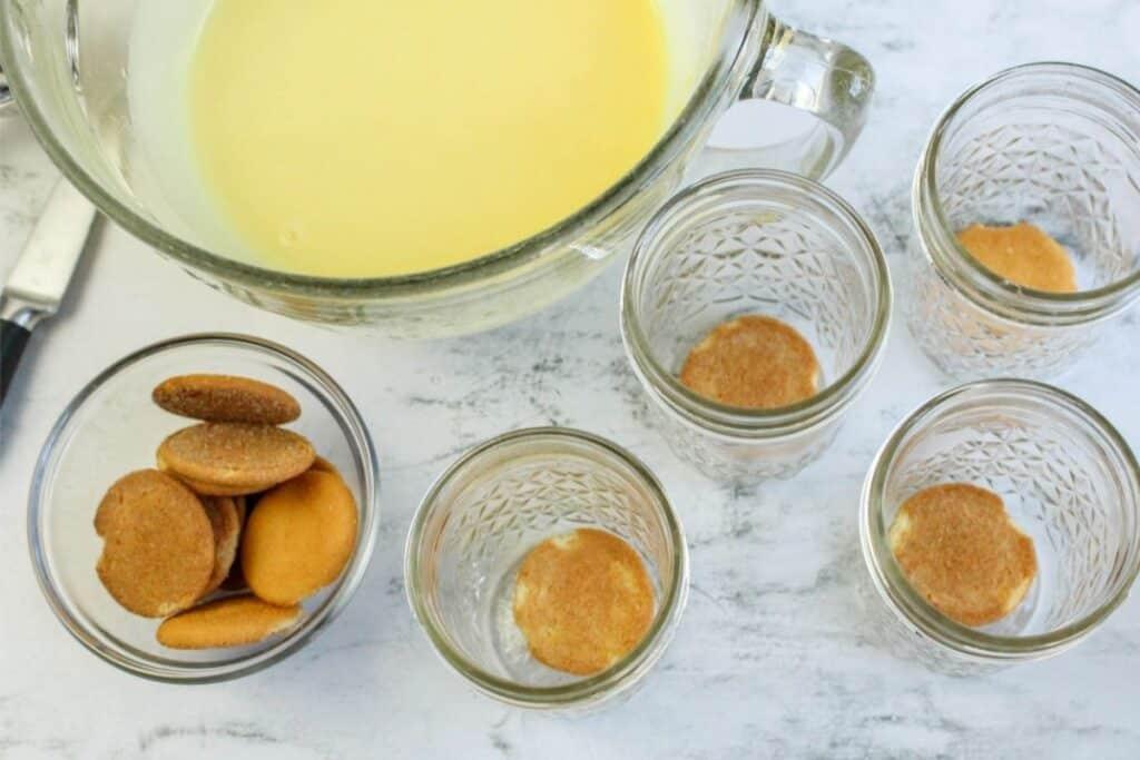 Layer the Nilla cookies in jars.