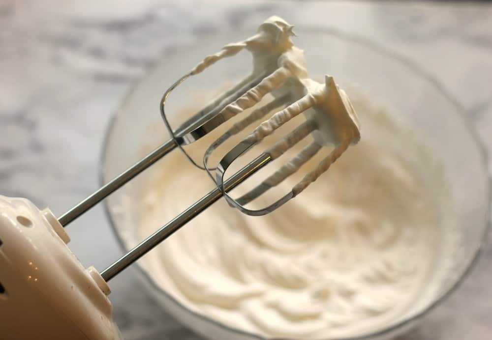 Whip cream mixture for cheesecake recipe. how to make easy cheesecake