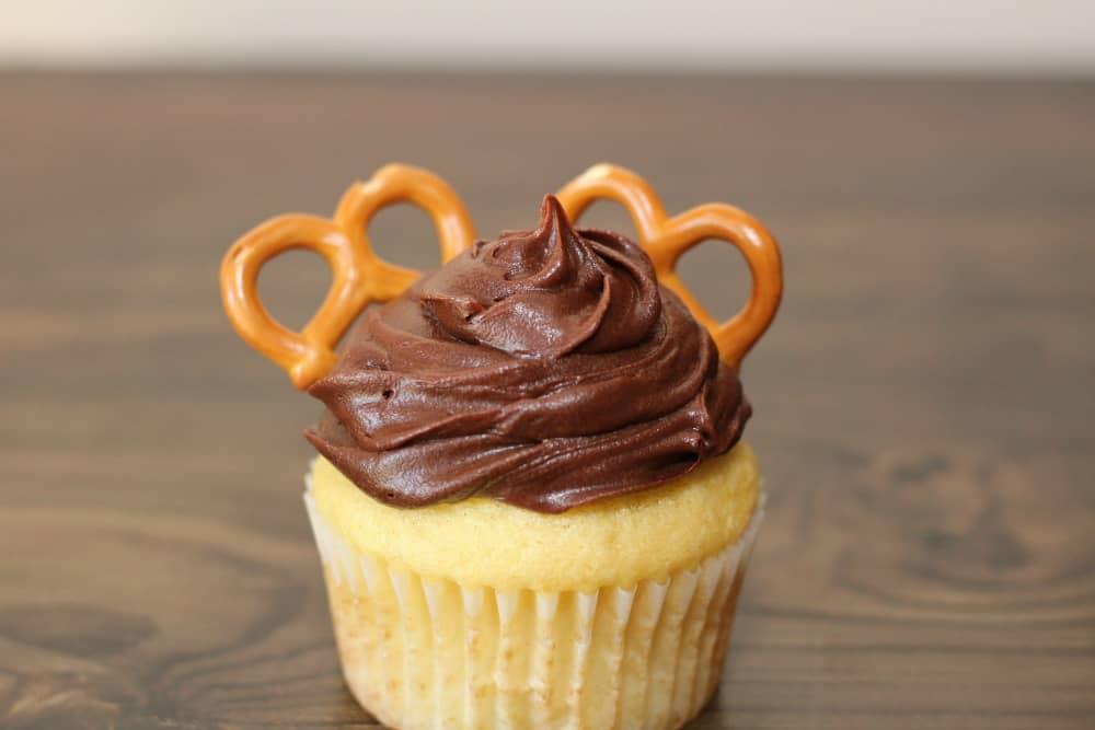 reindeer cupcakes with pretzels