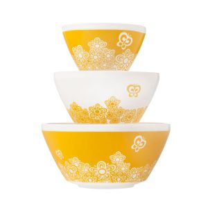 Pyrex vintage charm 3-piece mixing bowl set.