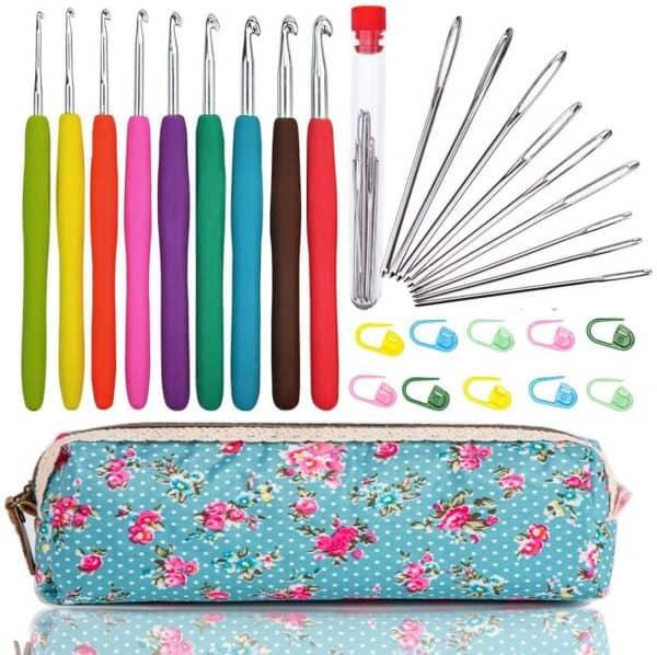 Woo crafts yarn knitting kit.