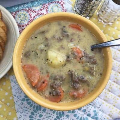 Instant Pot Cheeseburger Soup with crackers.