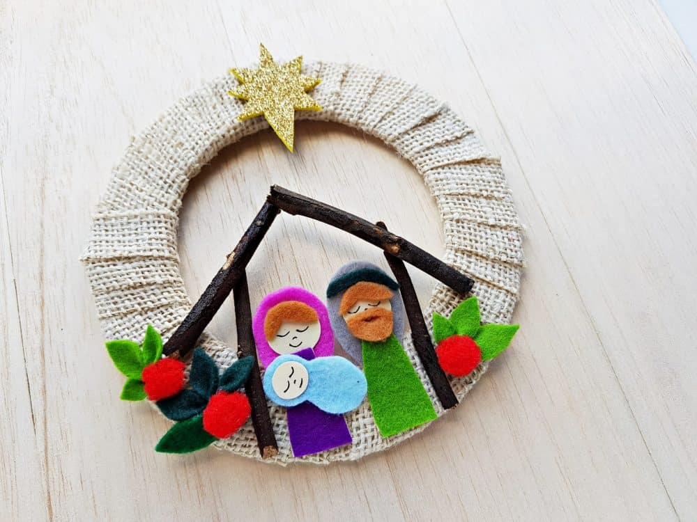 Nativity Scene Wreath Craft made from felt fabric and burlap.