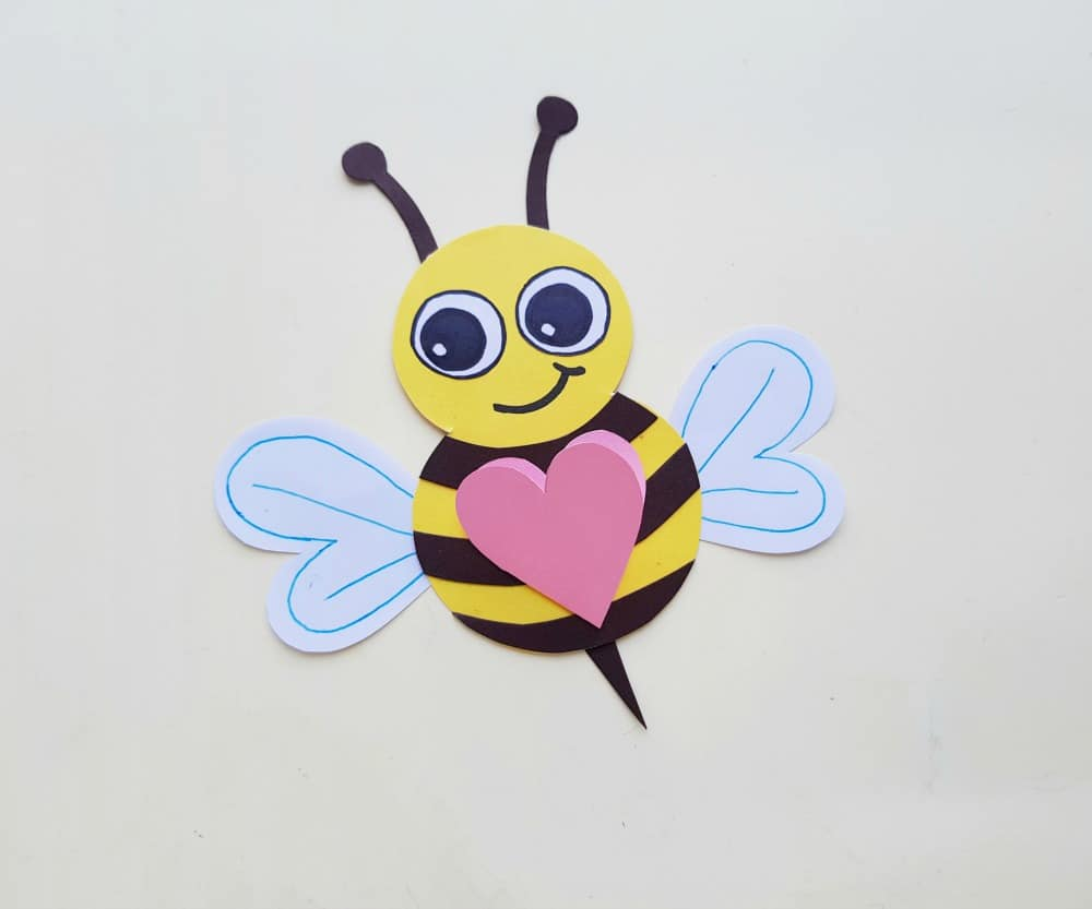 completed paper bee craft with heart
