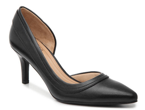 Black toned pump heel.