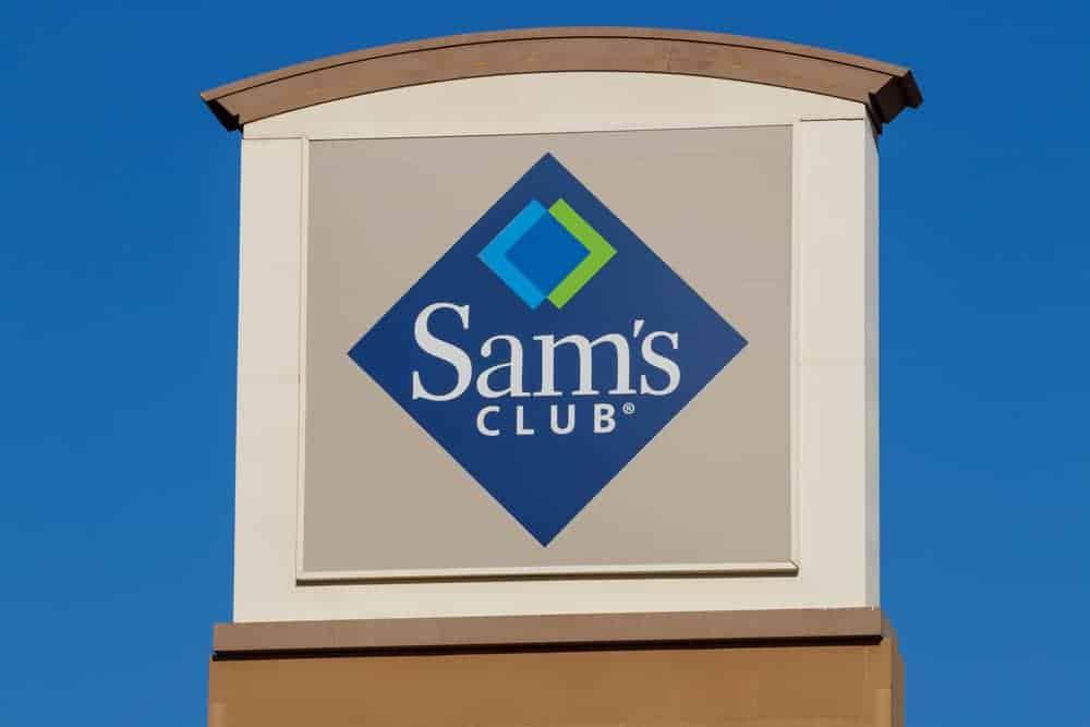 Sam's club storefront sign.