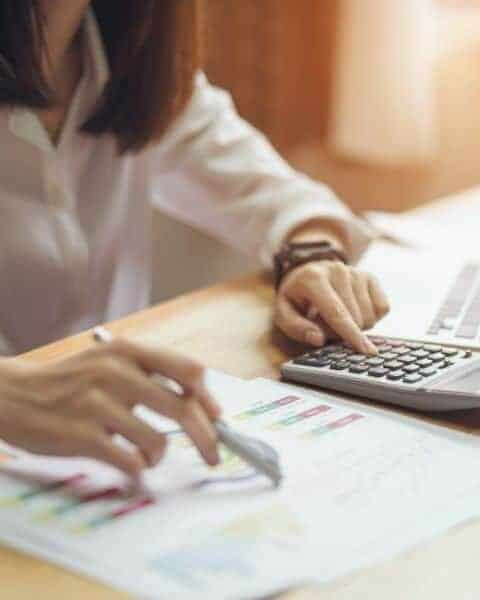 woman making a budget plan
