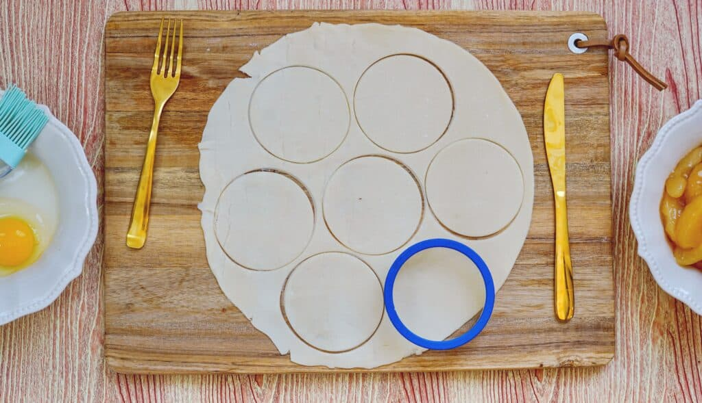 cutting out apple pie crust circles